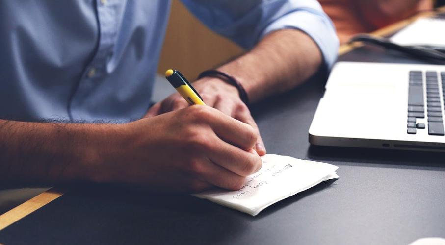Pessoa, escrevendo, bloco, caneta, notebook, mesa