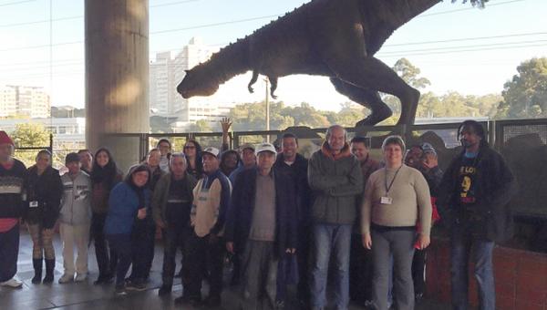 Ex-moradores de rua visitam Museu