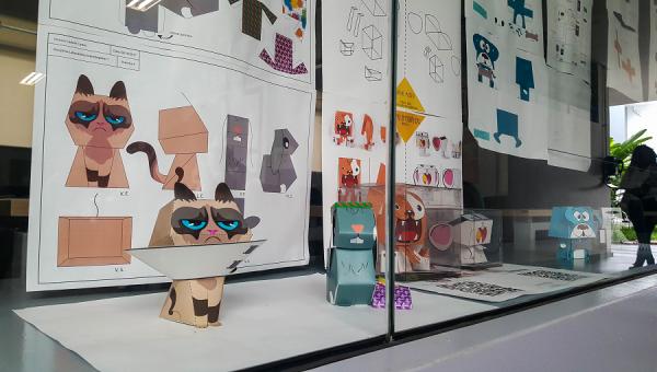 Alunos de Design desenvolvem novos papertoys para crianças do HSL