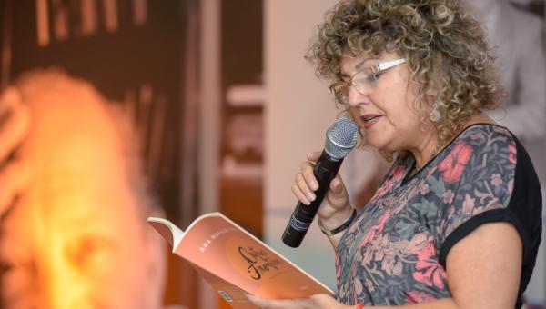 Ana Mafalda Leite apresenta livro no Delfos