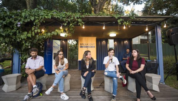 Speak Out apresenta experiências internacionais de estudantes