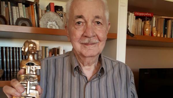 Ivan Izquierdo recebe Prêmio Unesco-Guiné Equatorial