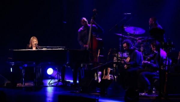 Diana Krall realiza show com piano da Universidade