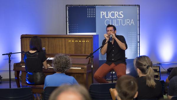 Pocket show inaugura piano no prédio 9