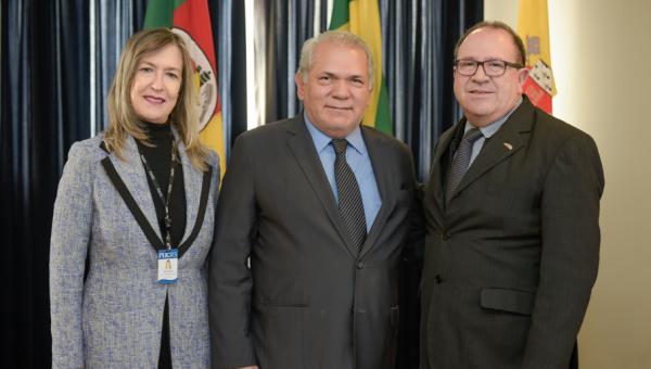 Cônsul do Paraguai manifesta interesse em aproximação pela Educação Superior