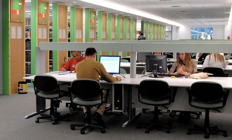 Biblioteca, biblioteca central irmão josé otão,sala de estudos, computadores