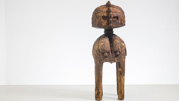 Estátua do século 18 com arte africana é descoberta no RS