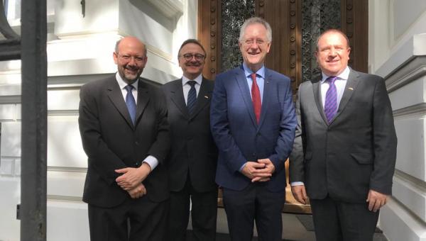 Reitor e vice-reitor participam de missão na Europa