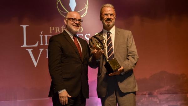 Jorge Audy recebe prêmio Líderes & Vencedores na Assembleia Legislativa