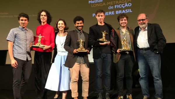 Tinta Bruta, dirigido por Alumni PUCRS, vence Festival de Cinema do Rio