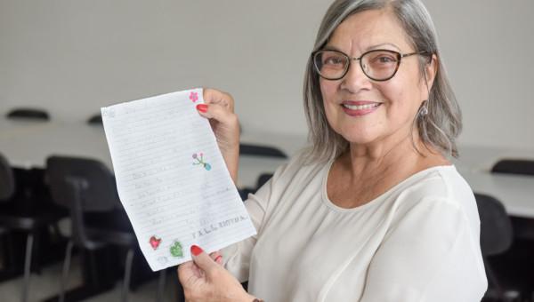 Alunos da Unati trocam cartas em inglês com pré-adolescentes