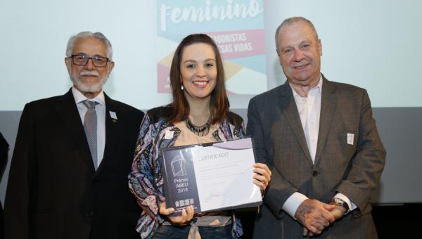 Edipucrs recebe menção honrosa da ABEU na categoria Projeto Gráfico