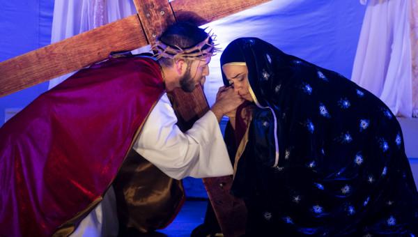 Via Lucis encerra o calendário de celebração da Páscoa