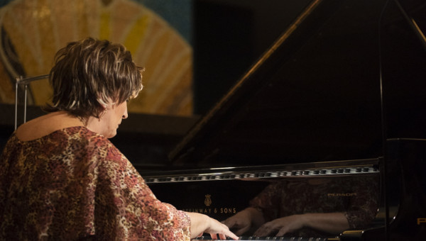 Ensaio traz imagens do recital pamPiano, com Olinda Allessandrini