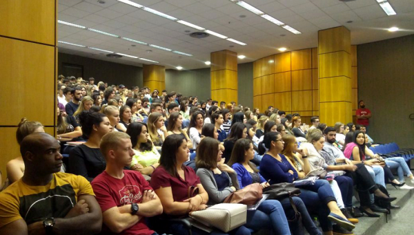 Calouros são recepcionados em evento da Escola de Direito