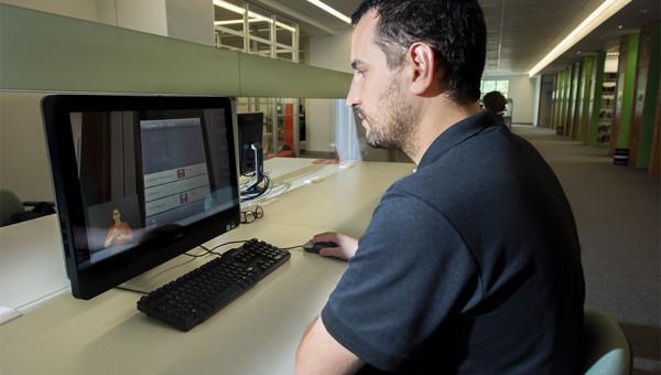 Biblioteca adota tradução em Libras para vídeos publicados no YouTube