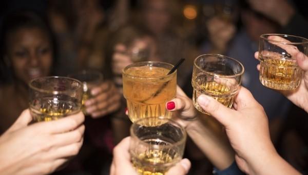 Atitudes dos pais podem influenciar no consumo de álcool por adolescentes