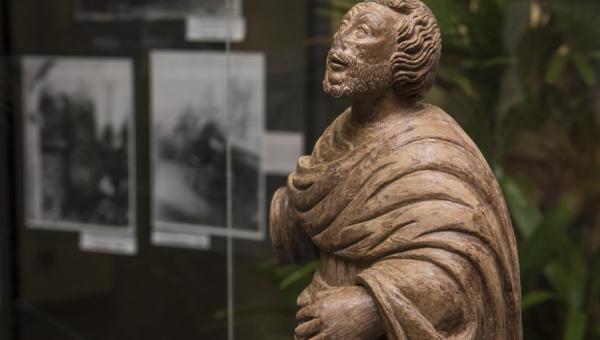 Biblioteca recebe exposições de arquitetura e arte sacra