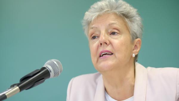 Escritora Anna Caballé realiza palestra sobre biografia, feminismo e mulher