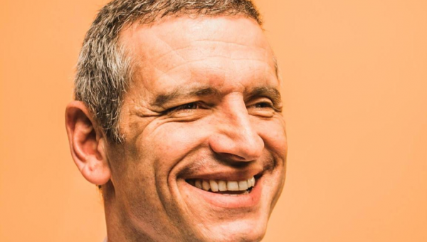 Candidato ao governo do RS, Mateus Bandeira é entrevistado na Universidade