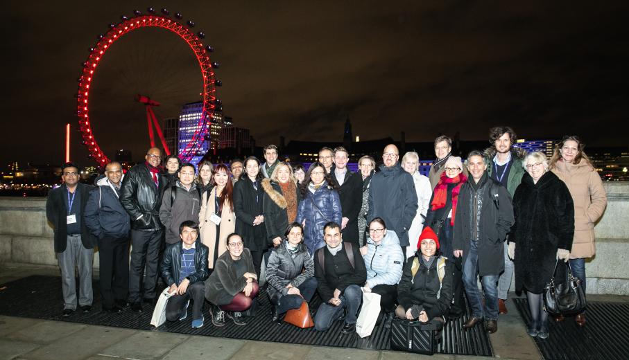 Participantes do ITP 2019 com London Eye ao fundo