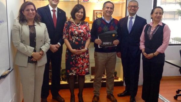 Tecnopuc director joins seminar and meetings in Ecuador