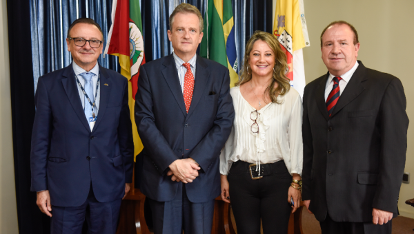 Consulate of Spain pays official visit to PUCRS