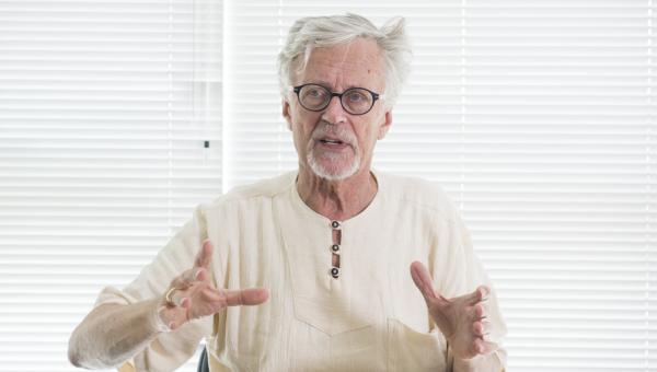 Derrick de Kerckhove discusses the Age of Datacracy