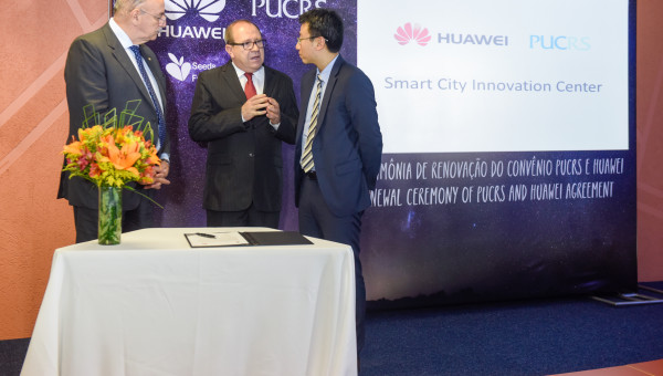PUCRS and Huawei renew educational agreement