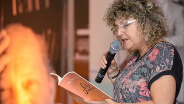 Ana Mafalda Leite presents book at Delfos