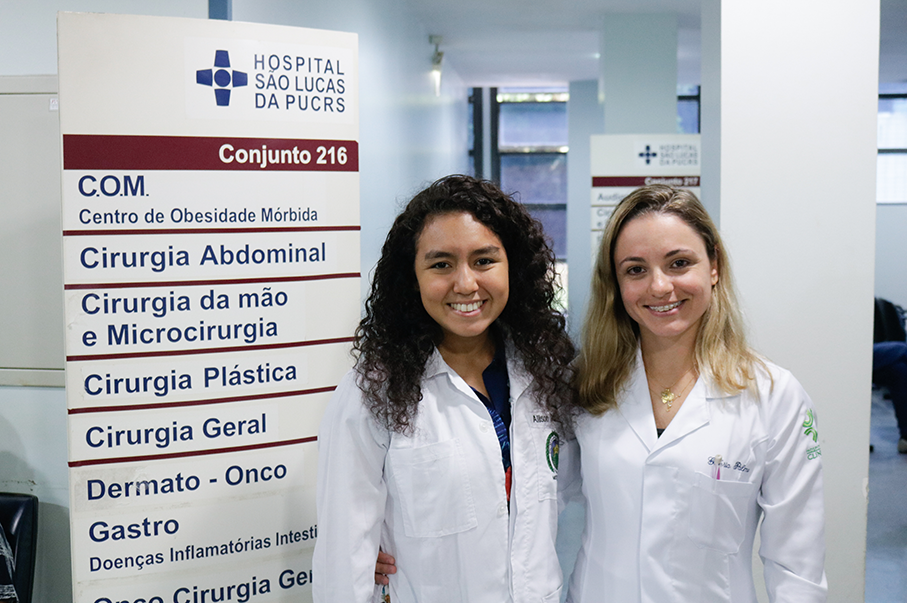 Alisson and Gllória in the 2019 edition of School of Medicine's summer course