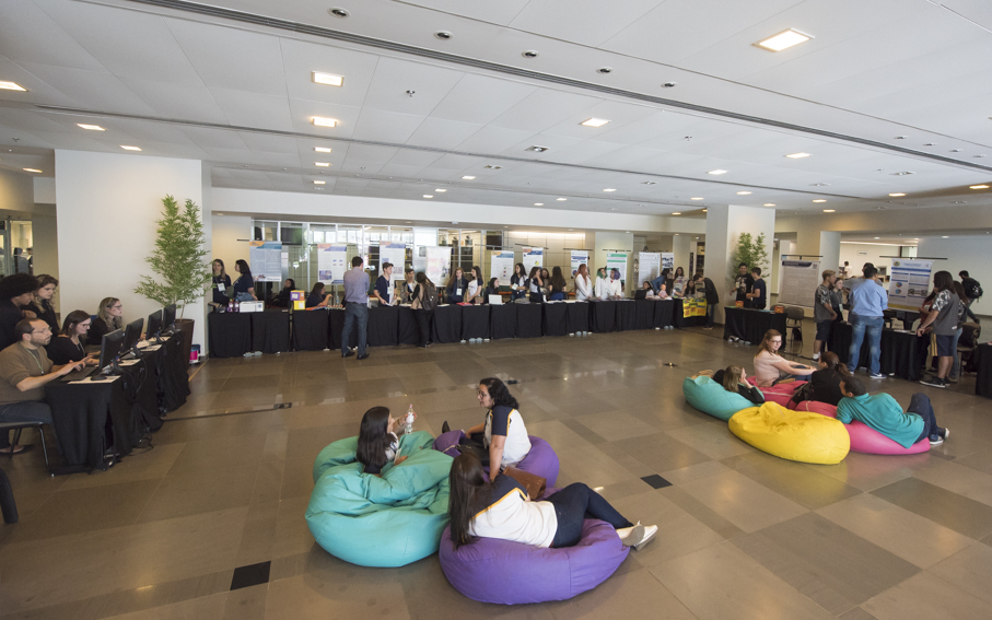 Main Library opened its doors to Espaço Jovem Cientista   Photo: Camila Cunha