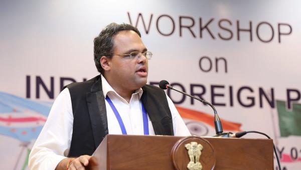 Indian scholar discusses international politics and global governance