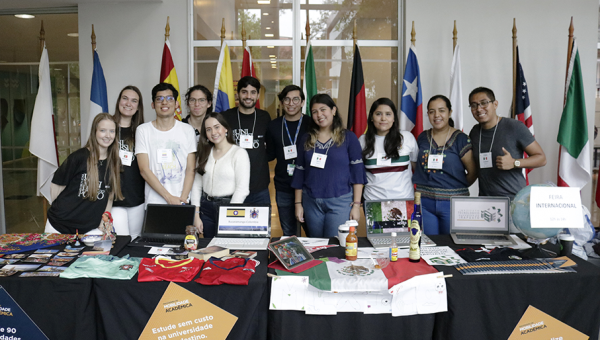 Students in academic mobility attend International Fair