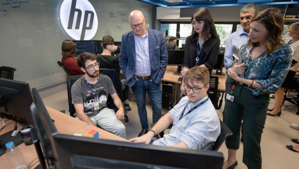 PUCRS and HP inaugurate renovation of software innovation lab